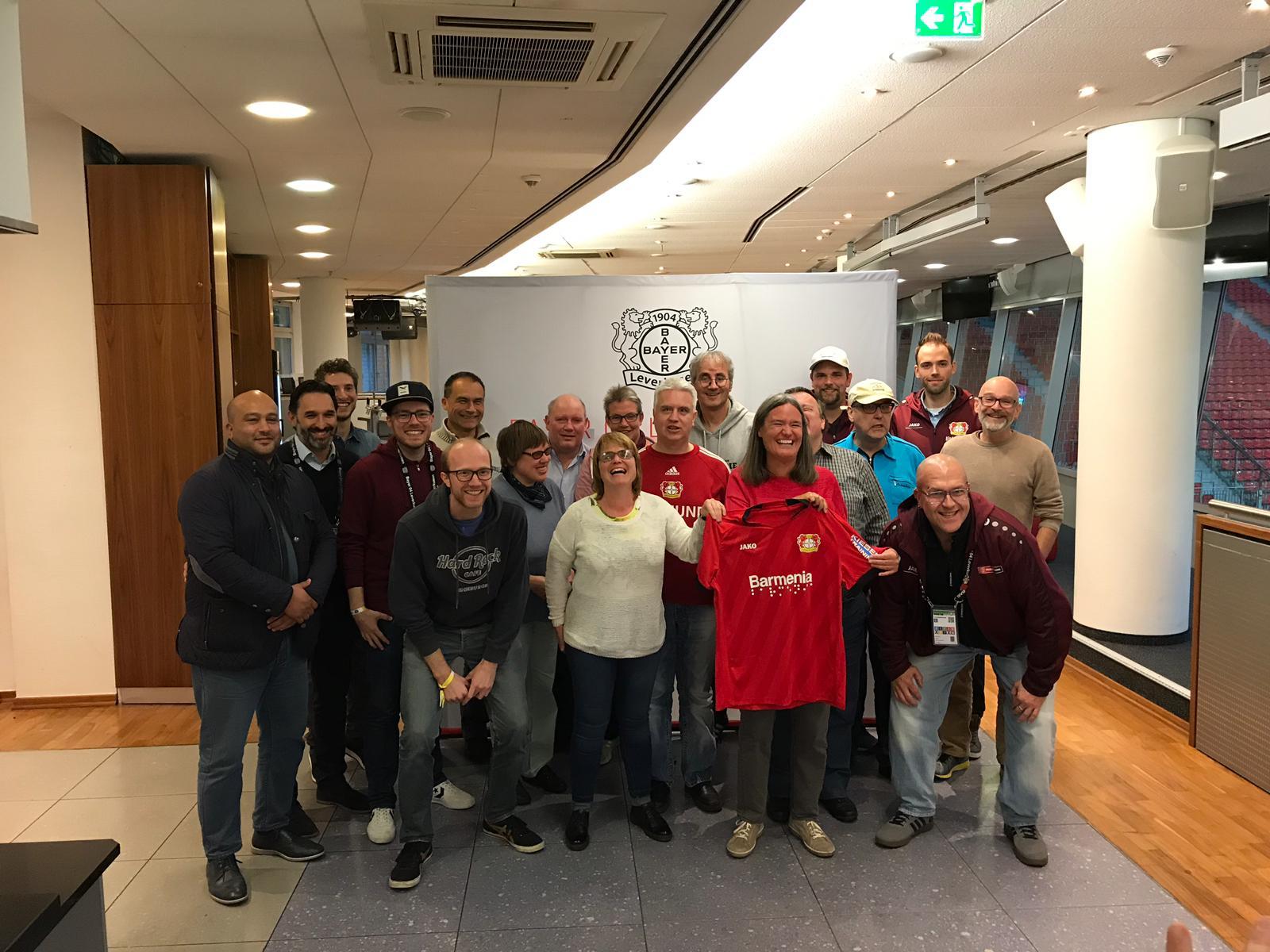 Gruppenfoto Fanclub Sehhunde in Leverkusen