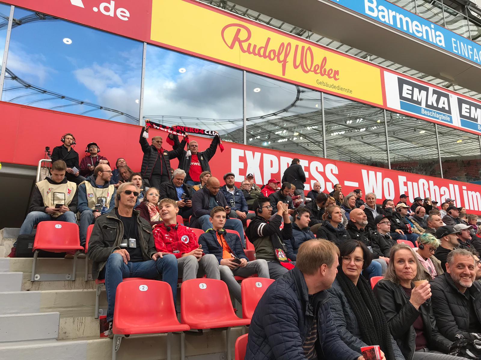Menschen im Block H in Leverkusen
